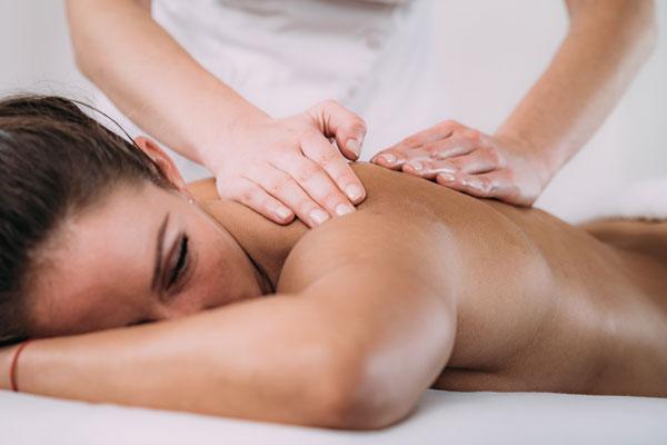 Care sunt cele mai importante beneficii ale masajului cu uleiuri?