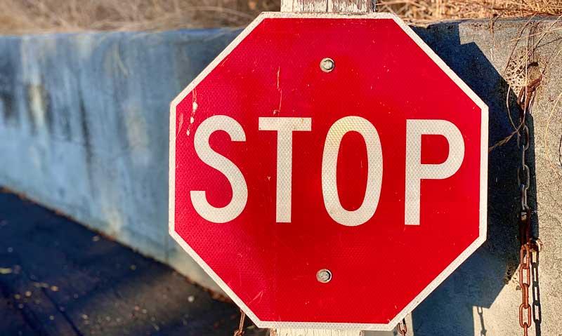 Ce te pot învăța indicatoarele rutiere despre viață?